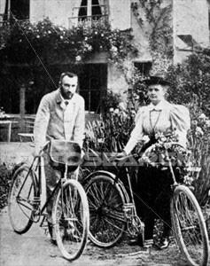 les Curie à vélo